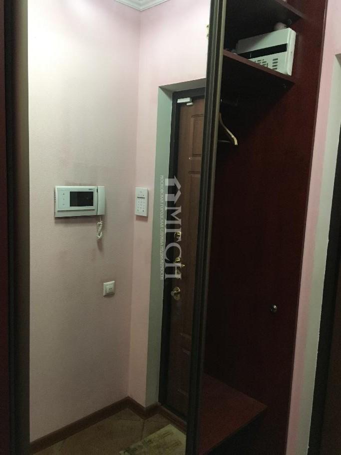 фото 2 ком. квартира - Москва, м. Молодёжная, улица Толбухина